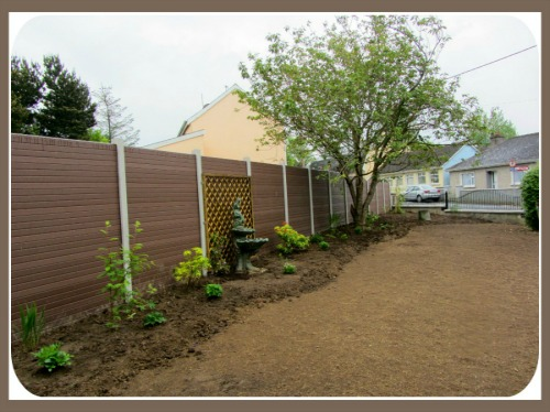 Wood-Grain Fencing. The easy way to put up your fence